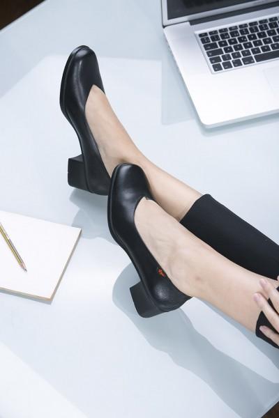 Damen Schuh Salon mit Blockabsatz für Hotel, Büro und Service